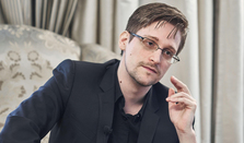 Edward Snowden Explains Blockchain to His Lawyer – and the Rest of Us
